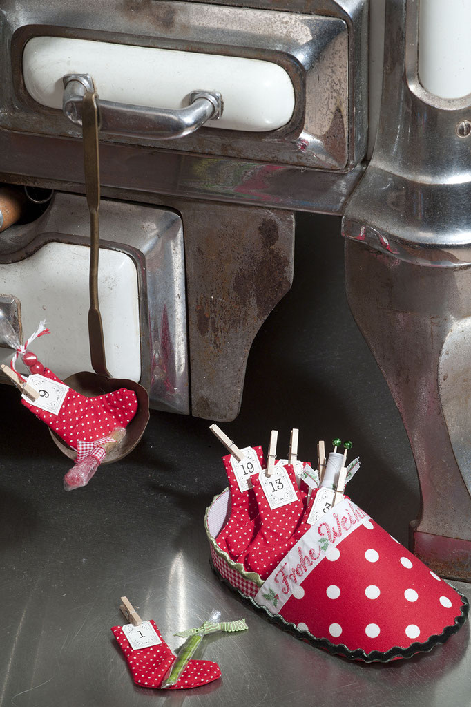 Adventskalender Söckchen in großem Pantoffel, Adventskalender DIY von Lotti T., Adventskalender selbermachen, Adventskalender Idee, Lottis adventskalendermanufaktur