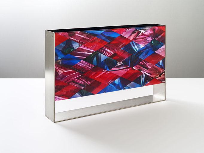 OB11.004 | 46.6 x 30 x 7 cm | Fotocollage zweiseitig hinter Acrylglas | Acrylkern | Messing versilbert und mattiert | Privat Collection - Kassel DE