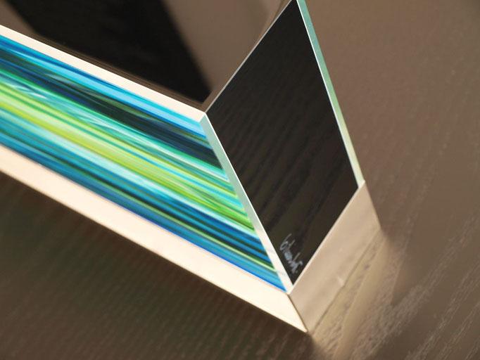 OB11.001 | 52 x 20 x 7 cm | Fotocollage zweiseitig hinter Acrylglas | Acrylkern | Messing versilbert und poliert | Unikat