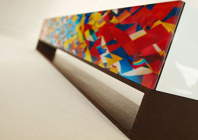 OB12.001 | 80 x 14 x 9 cm | Fotocollage zweiseitig hinter Acrylglas | Acrylkern | Wenge | Unikat