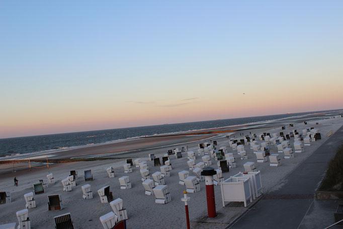 ruhiger Strand in der Abenddämmerung Erholung Villa-Dorfgroden