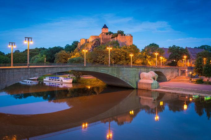 Burg Giebichenstein und Kröllwitzer Brücke am Abend