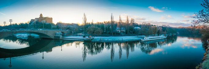 Sonnenaufgang über Giebichenstein und Riveufer im Winter - Panorama