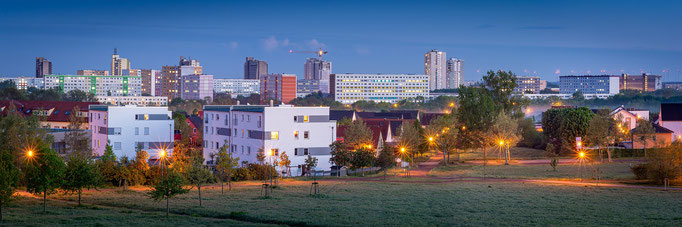 Panorama Blick nach Halle-Neustadt am Abend