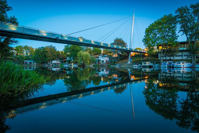 Blaue Stunde an der Rabeninselbrücke