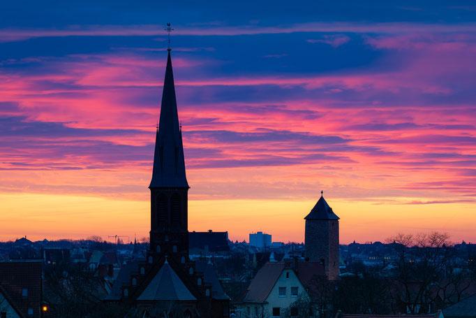 Petruskirche und Giebichenstein im Sonnenaufgang