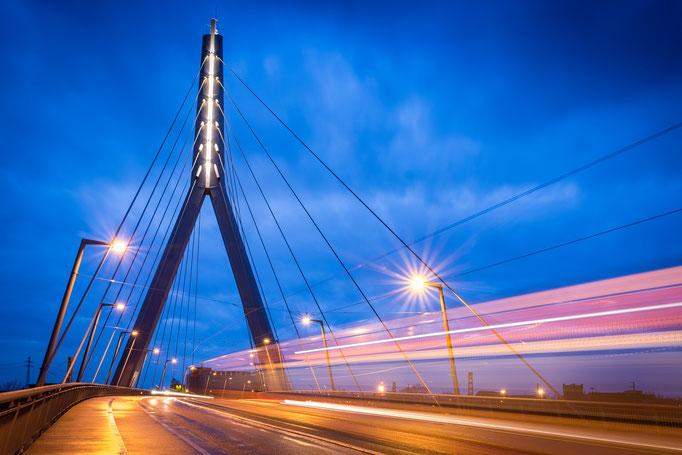 Berliner Brücke zur Blauen Stunde