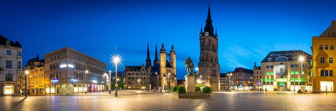 Panorama mit Marienkirche und Roter Turm am Abend