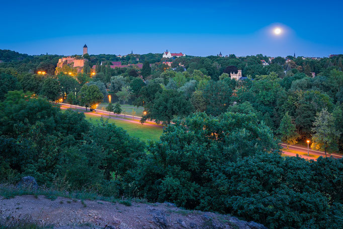 Giebichenstein und Mond über Saale - Partielle Mondfinsternis