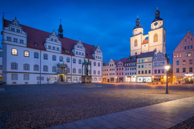 Altes Rathaus und Stadtkirche Sankt Marien auf dem Markt in Lutherstadt Wittenberg
