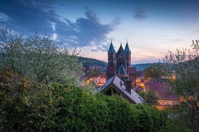 Marienkirche in Freyburg am Abend im Frühling