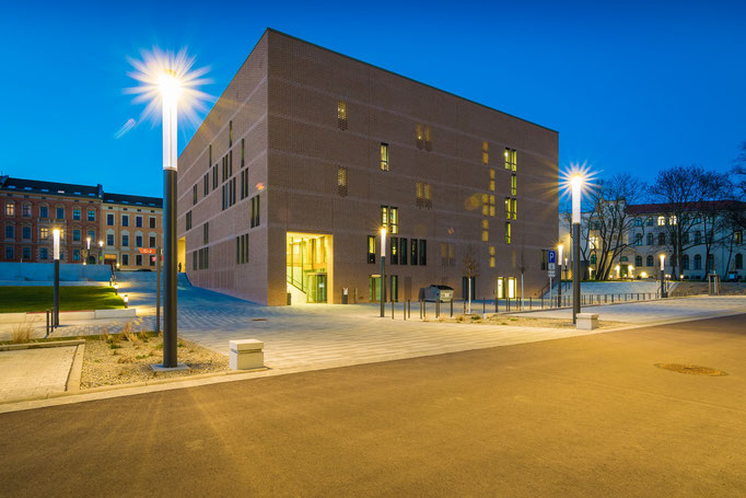 Blaue Stunde am Steintor Campus mit Universitäts- und Landesbibliothek