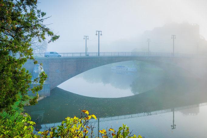 Kröllwitzer Brücke und Giebichenstein im Nebel