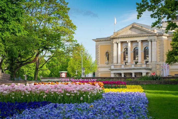 Die Oper an einem Tag im Frühling