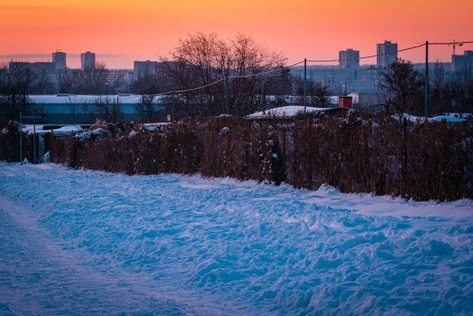 Südliche Innenstadt im Schnee mit Blick auf Halle-Neustadt