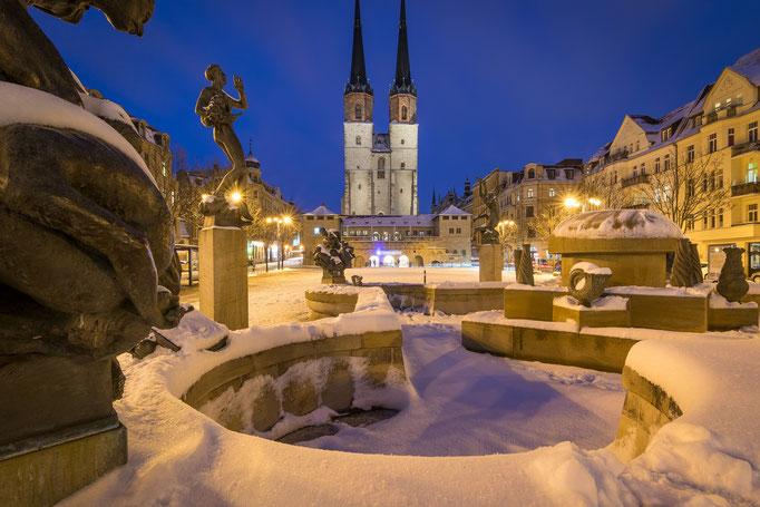 Göbelbrunnen und Hallmarkt mit Schnee