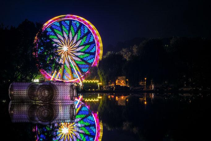 Fontäne mit Riesenrad zum Laternenfest