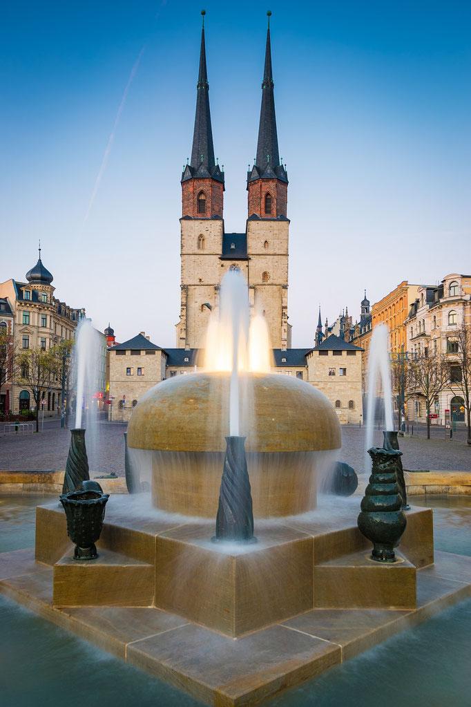 Göbelbrunnen und Marienkirche auf dem AHallmarkt