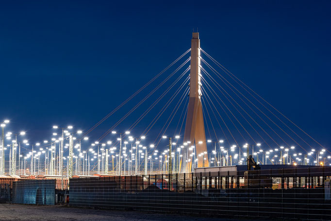 Blick zur Berliner Brücke bei Nacht