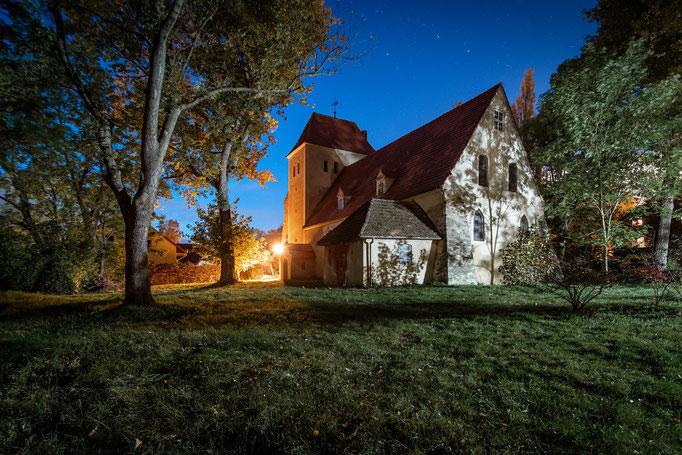 St. Wenzel Kirche in Radewell unter Sternen bei Nacht