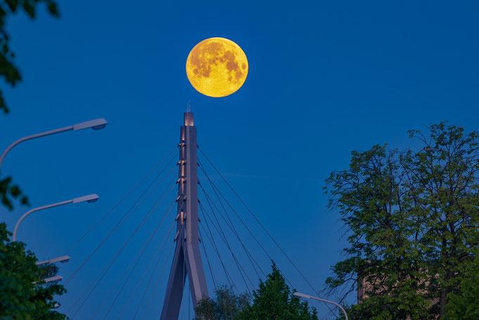 Berliner Brücke mit Vollmond