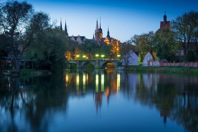 Schloss und Neumarktbrücke in Merseburg am Abend