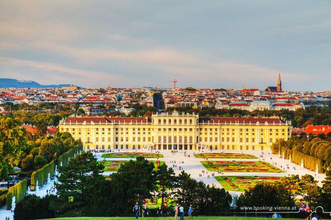 Schloss Schönbrunn ist ein Besuch wert, Vienna booking Hotel