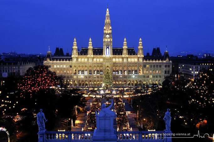 Rathausplatz mit dem Christkindlmarkt, booking vienna, Hotels buchen