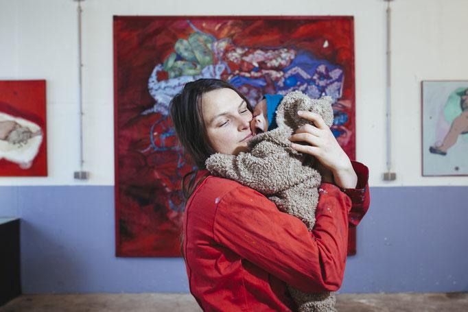 mit Sohn Oskar Valentin vor dem GRAZ Gemälde | Foto von Stefan Lozar