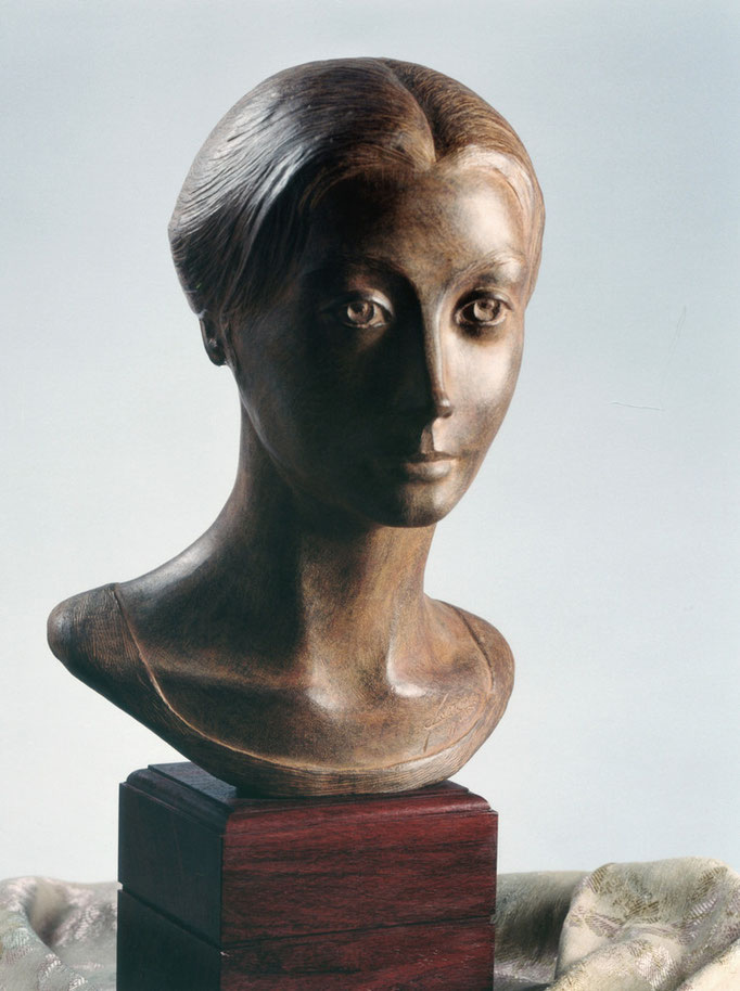 Ritratto di donna. Terracotta patinata 30x20x40