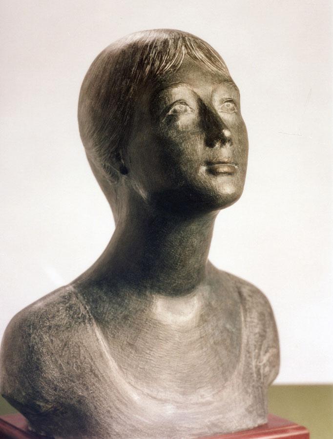 Ritratto di donna. Terracotta patinata 40x25x45