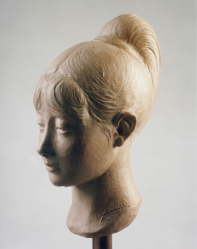 Ritratto di donna. Terracotta patinata 25x20x40