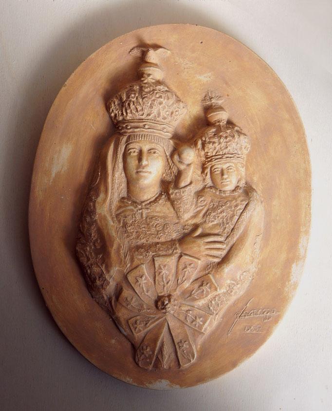 Medaglione in memoria della Madonna di Loreto. Terracotta patinata