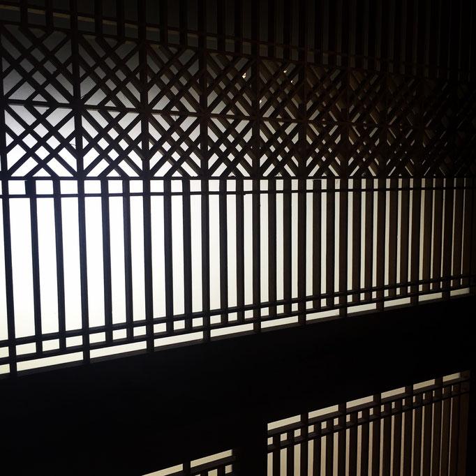 和室の欄間も書院もかなり手の込んだ細工。ヴィンテージ感半端ない!格好いい!