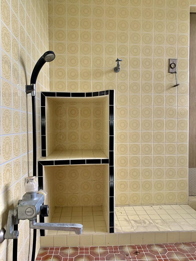 お風呂はキレイにリノベされています。ありがたい!