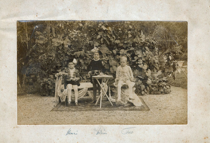 Henri Constant __> Willem Egbert --> Theodoor Henri Marie playing in the yard of the Residence at Banjarmasin in 1890