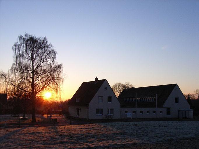 Sonnenaufgang über der Büttendorfer Grundschule