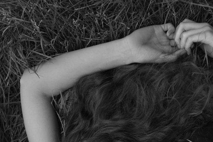 """Der Kopf in den Wolken"" for badtothebonemagazine - photographer: alice berg - styling: alice berg & carola pojer - makeup & hair:  Anie Lamm-Siu - models: petra & edina @facemodelmanagementhungary - support from andrea pievetz boutique"