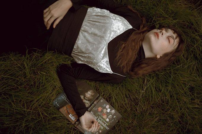 """der kopf in den wolken"" - badtothebone magazine - photographer: alice berg - makeup: anie lamm-siu - models: edina p. & petra m. @facemodelmanagementhungary"