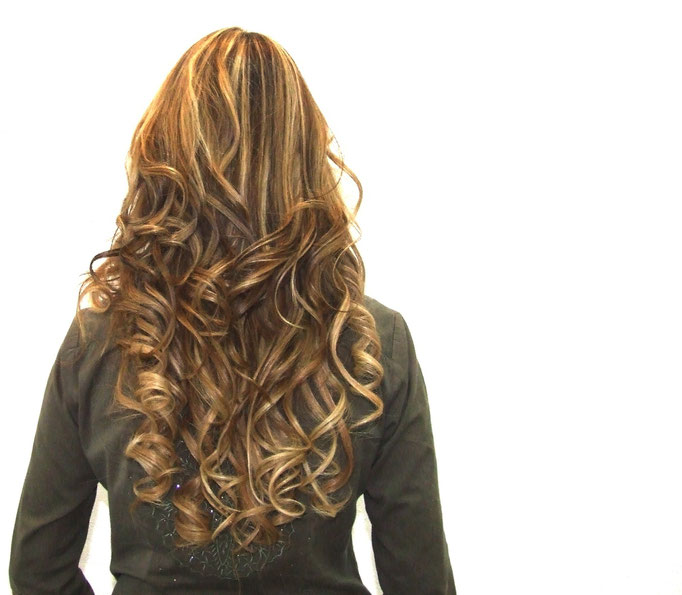 Extensiones 100% Naturales by Park Avenue Salon