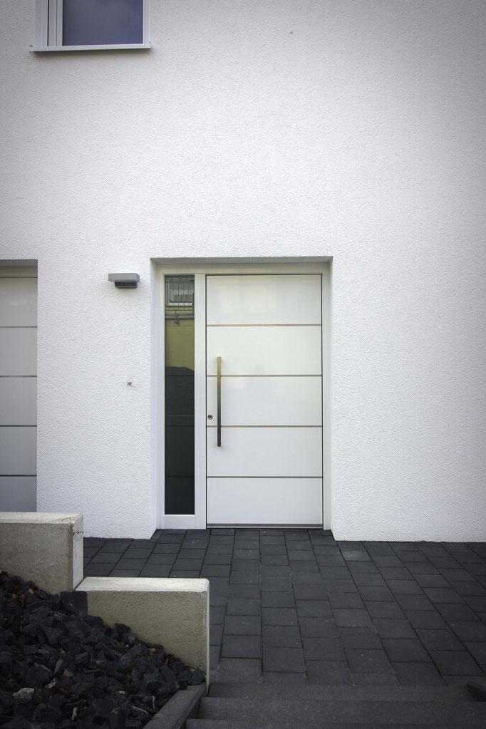 Schüco Alu Haustüre mit einem Seitenteil