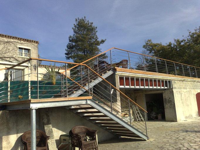 accès escalier maison à étages