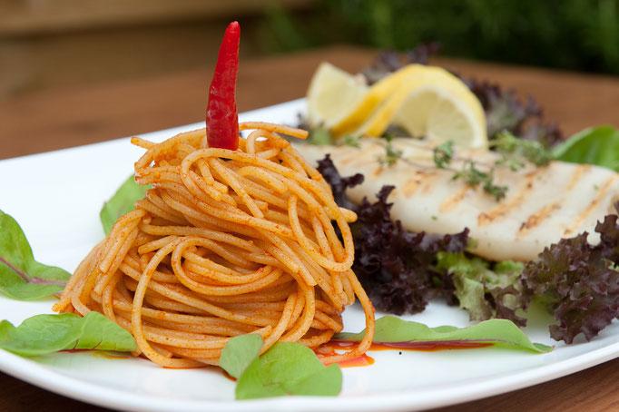 Tintenfisch mit Pasta speciale