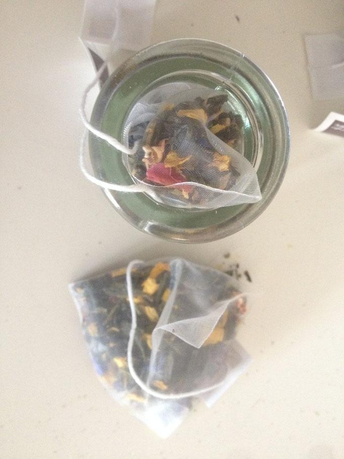 Bomboniera: Vasetto di vetro con tè pregiati