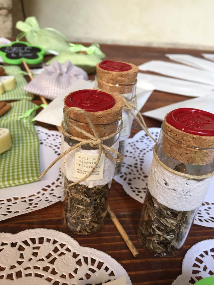 Segnaposto o bomboniere: Semi del giardino officinale  con decori in carta fatta a mano
