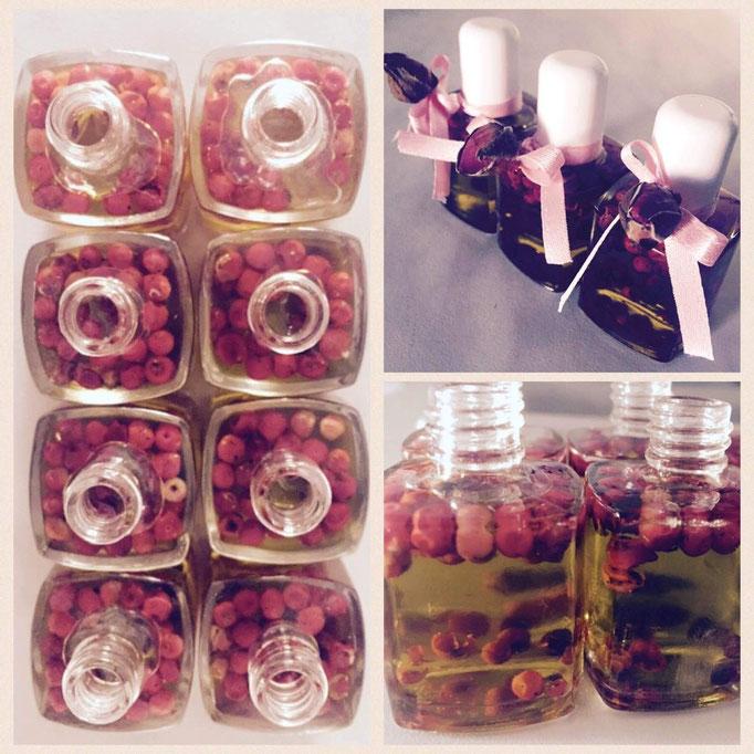 Bottigliette d'olio aromatizzato al pepe rosa