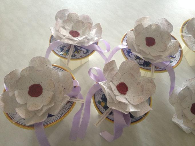 Decorazioni floreali in carta fatta a mano