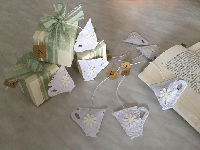 SEGNALIBRO in carta fatta a mano a forma di tazzina con lavanda all'interno