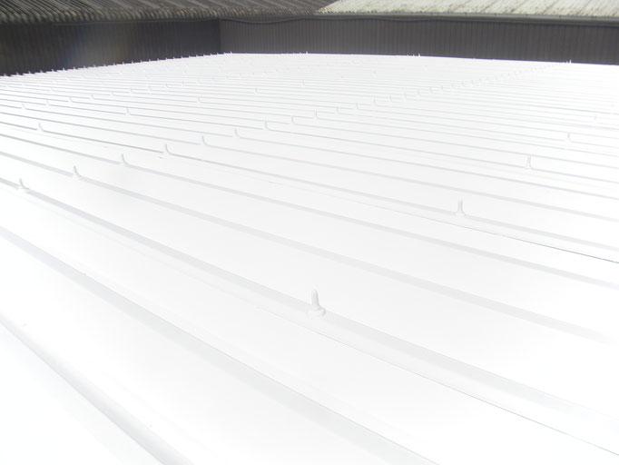 倉庫屋根遮熱塗装工事の工事写真