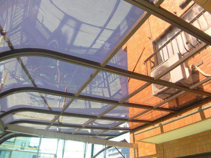 テラス屋根取替工事の工事写真